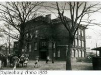 1955_alte-ebelschule-mit-bildunterschrift