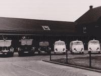 Löschgruppenfahrzeuge und Krankenwagen